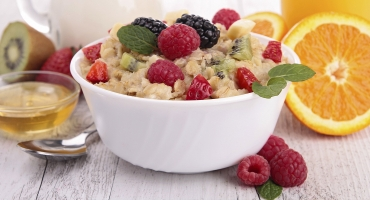 image of a bowl of cereal and fruit